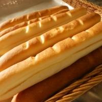 ミルキーフランス 手作りミルククリームをはさんだソフトフランスパン(93円)