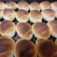 ミルク味のミルクロールパン(31 円)