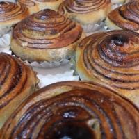 チョコブレッド どこからたべてもチョコ味の渦巻きパン(124円)