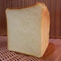 角食パン もっちりタイプの食パン(205円)